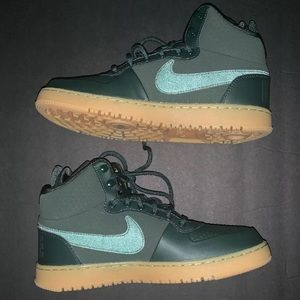 Nike Court Borough Mid Winter Green Sneakers